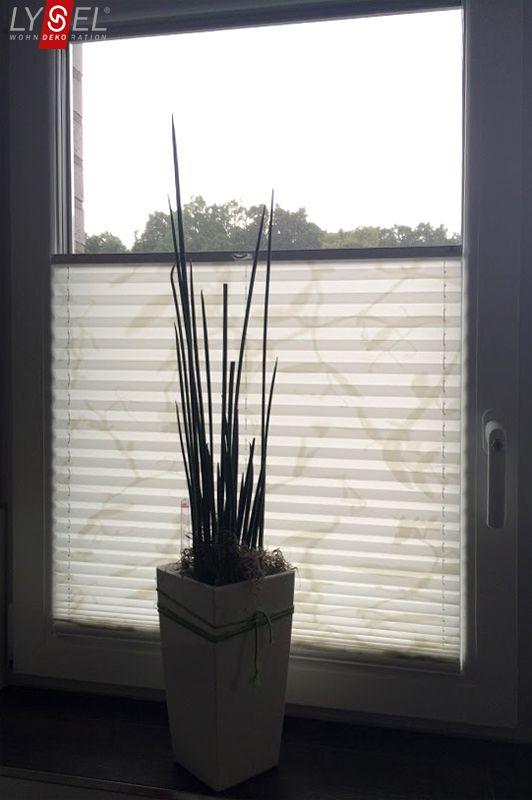 Epic Plissee der Marke LYSEL am Badezimmer Fenster ein Kundenbild pleated blind by LYSEL