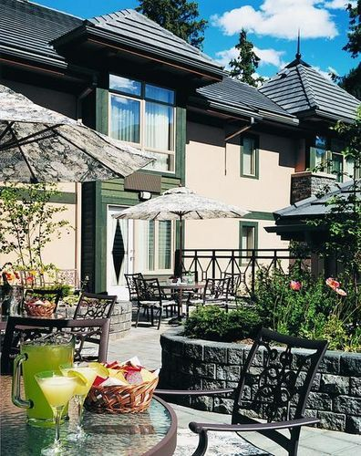 Delta Banff Royal Canadian Lodge - The Delta Banff Royal Canadian Lodge is a 4 star intimate boutique style resort conveniently located right on Banff Avenue providing easy access to the exciting local attractions and events that Banff has to offer.