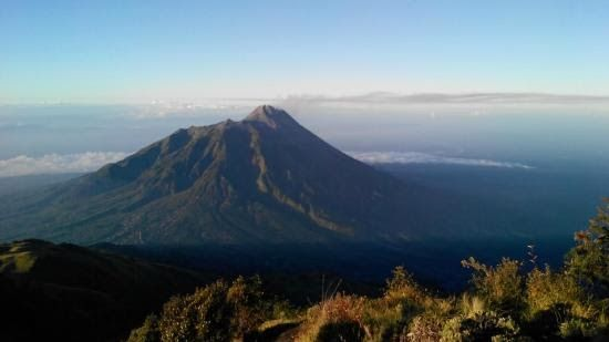 26 Foto Pemandangan Di Puncak Gunung Jalur Lawang Adalah Jalur Pendakian Gunung Arjuno Lewat Sisi Sebelah Timur Kabupaten Kulon Di 2020 Pemandangan Danau Air Terjun