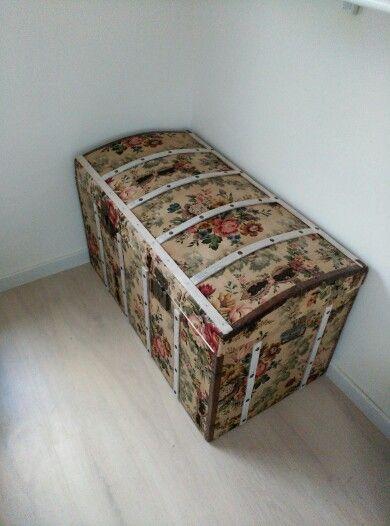 Recovered trunk. Baúl restaurado. Forrado con tapicería antigua en ...