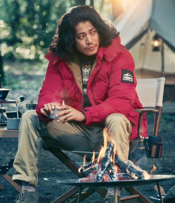 ライトオンのCMでの赤いジャンパーを着た小栗旬