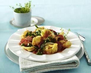 Tortellini mit Mangold und Cabanossi in Tomatensoße