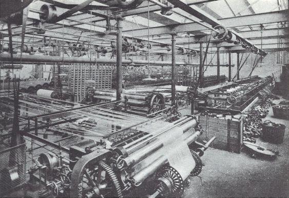 """De stoomweverij van Vissers en Eijcken, ook wel """"Het Machinaal"""" genoemd, rond 1922. Fotobijdrage: 'Geldrop in oude ansichten' door C.H.A.M. van Bokhoven."""