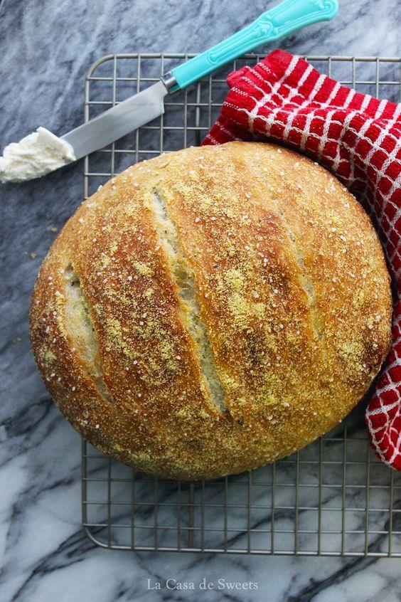 Olive Oil & Italian Herb Dutch Oven Bread from @Jackie {La Casa de Sweets} #recipe #bread #oliveoil