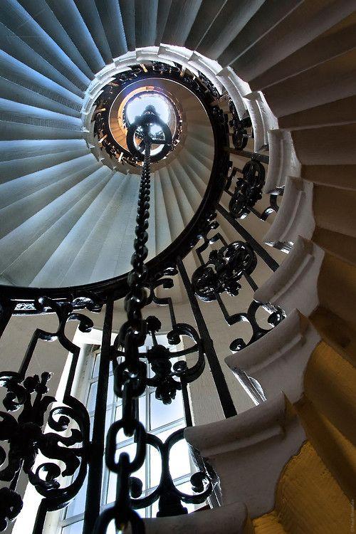 spiral staircase escalera de caracol: