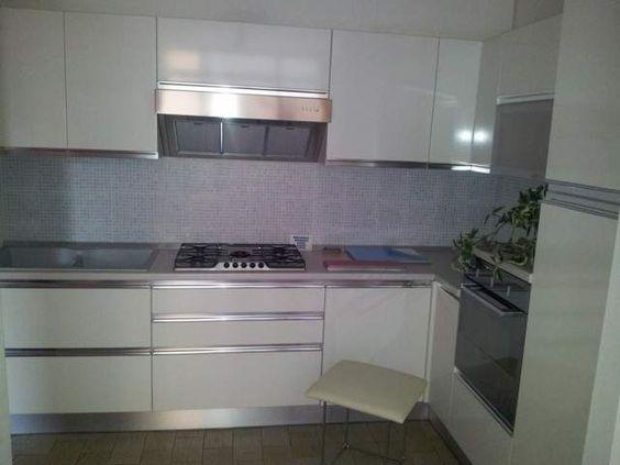 Cucina bianca senza maniglie cerca con google cucina - Cucina senza maniglie ...