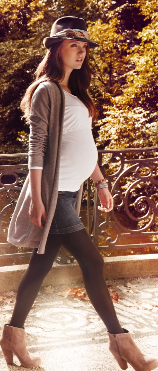 Wir lieben den Herbst! Unser Long light Cardigan und unser Minirock sind perfekte Begleiter
