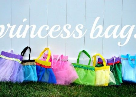Any little Princess will want these sweet No Sew Princess Bags! They are perfect for a birthday party and we're sure you'll love the  No Sew Tutu Valance too!