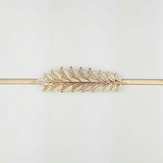 Cinturón metalizado elástico con hebilla de hoja