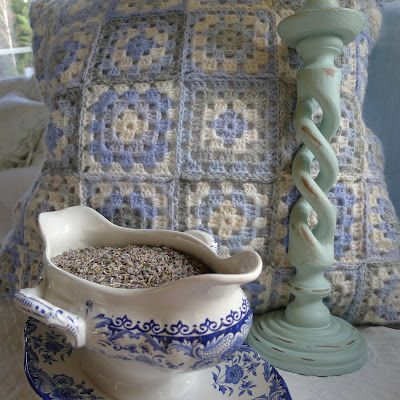Mias Landliv/love the blue and white crochet.