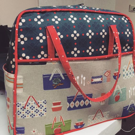 """""""Isn't this the cutest bag around? Barb has done it again with making these bags amazing! I'm so in love! Fabric and canvas from @rjrfabrics…"""""""