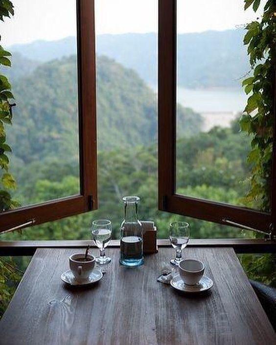 درست مثل فنجان قهوه که ته میکشد پنجره کمکم از تصویر تو تهی میشود  حالا من ماندهام و  پنجرهای خالی و  فنجان قهوهای که از حرفهای نگفته پشیمان است  ~ گروس عبدالملکیان  #قهوه_نگار: