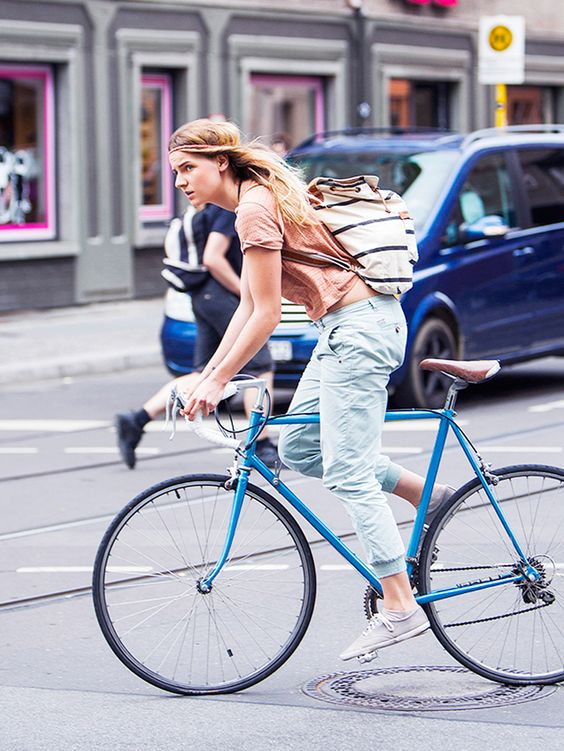 Style on the go. #cycling #streetstyle