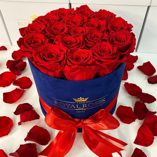 Real Long Lasting Roses Round Box Lifetime Is Over 1 Year In 2020 Rose Fresh Flowers Arrangements Preserved Roses