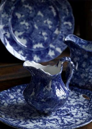 I LOVE blue dishes...
