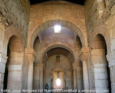 San Pedro de la Nave. Arte visigodo. San Pedro de la Nave (Zamora) La iglesia visigoda de San Pedro de la Nave se encontraba en un valle que se cubrió con un pantano, por lo que se tuvo que trasladar gracias a la intervención del ilustre historiador Manuel Gómez Moreno.