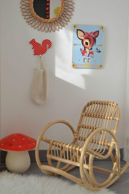 chambre d'enfants kids room rocking chair en osier, lampe champignon, miroir ovale