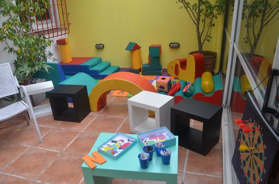 plaza soft y zona para pintar, dibujar y recortar y pegar