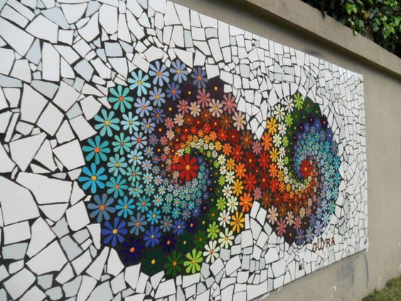 Mosaic flowers para una pared mosaiquismo pinterest for Mosaicos para jardin