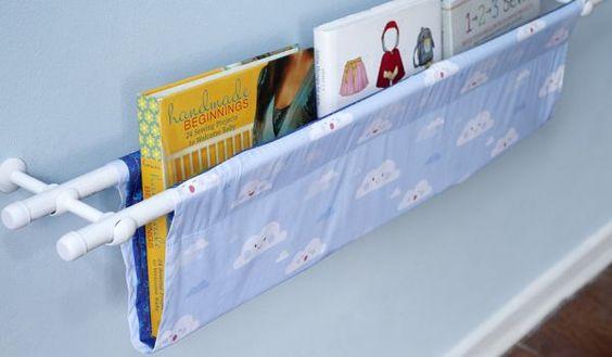 Fazer prateleira em tecido pode ser a solução que faltava para a sua falta de espaço útil para organizar os seus livros ou organizar os brinquedos de seus:
