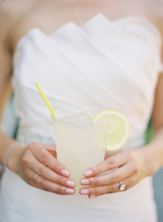 the Bride sipping on some lemonade  Photography by http://carolinetran.net