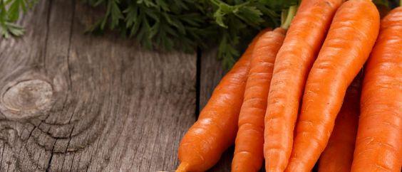 Möhren – knackig, lecker und sehr nährstoffreich. Möhren helfen den Cholesterinspiegel zu senken, verbessern die Gesundheit der Augen und reduzieren das Risiko an Krebs zu erkranken... http://superfood-gesund.de/moehren/