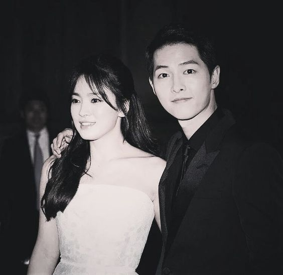 160603 #52baeksangawards #baeksangartsawards2016 #songsongcouple #kikyocouple #descendantsofthesun #songjoongki #songhyekyo #jingoo #kimjiwon #kangmoyeon #yoosijin #yoonmyungjoo #seodaeyoung #태양의후예 #송헤교 #송중기 #요시진 #강머연