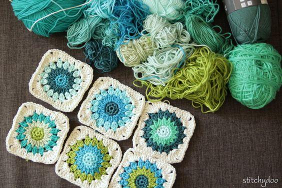 Lange nichts gehäkelt   Häkelkissen aus Rosie Posie Granny Squares in Arbeit   granny square crochet pillow/cushion wip
