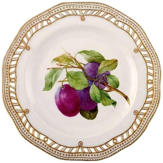 Royal Copenhagen Flora Danica pierced dinner plate with fruit motif plum.Number 429/3584.Measures: 25.5 cm. in diameter.First factory quality, perfect condition.