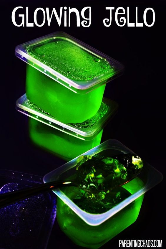 ... have never guessed it was this easy to make Glow in the Dark Jello