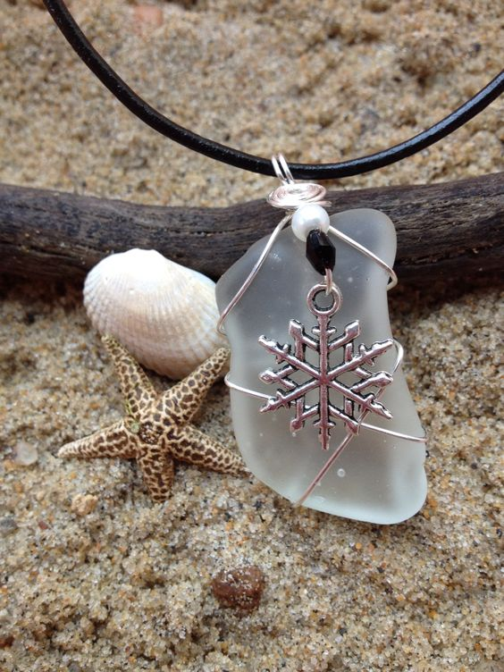 381 Snowflake on clear Seaglass - S
