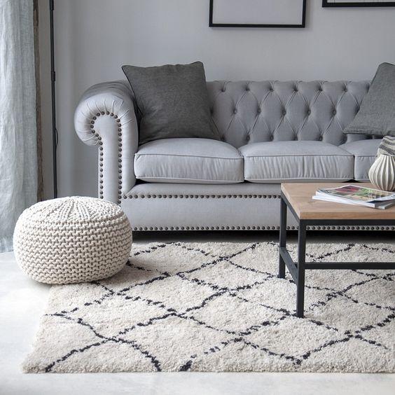 Alfombra adecuada para el sofá