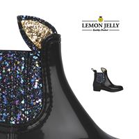 This booty is made for girls who know how to smile. Shiny plastic and glitter elasticated sides are awesome. But the truly best are the funny little ears covered in glitter that add true character to this ankle boots. #jellykids #kids #wintershoes