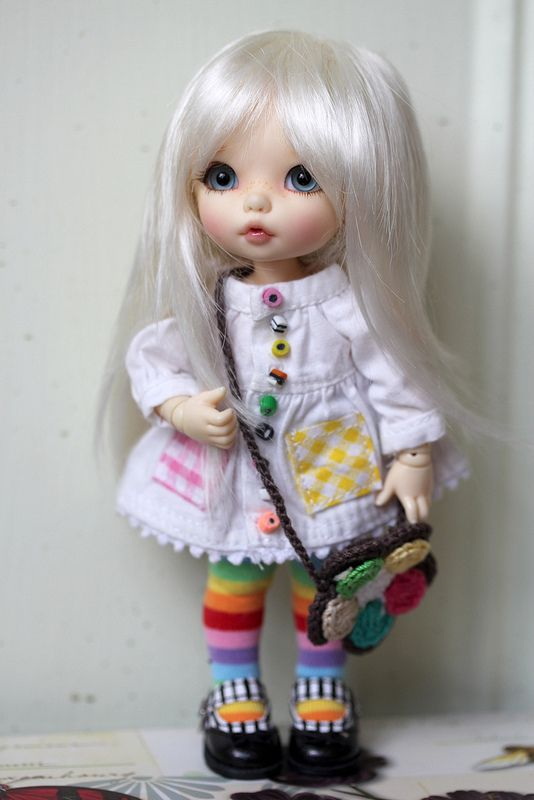 ixie white blond wig