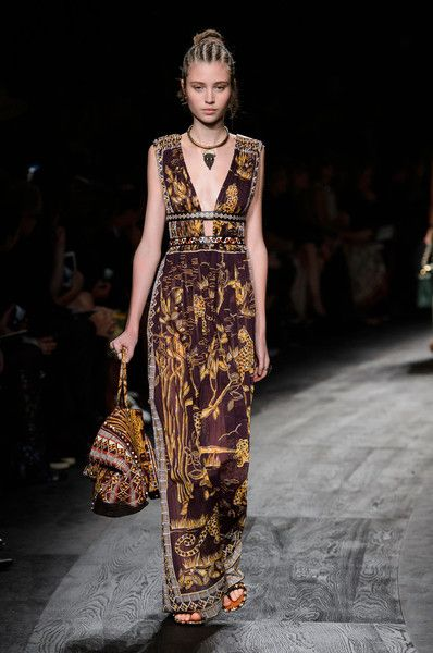 Valentino at Paris Fashion Week Spring 2016 - Livingly:
