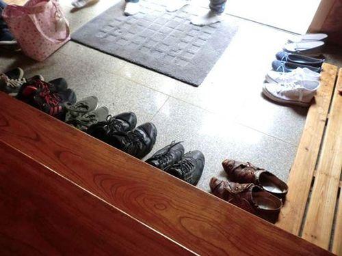 Nên để giày dép ở bên ngoài bởi đây là một phép lịch sự tối thiểu ở Hàn Quốc