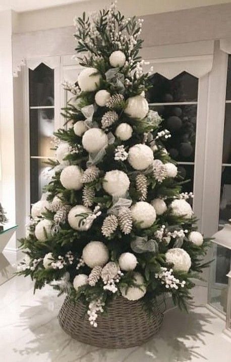 40 Awesome Christmas Tree Decoration Ideas For New Year 2020 Birdexpressions Com Simple Christmas Tree Decorations Simple Christmas Tree Diy Christmas Tree