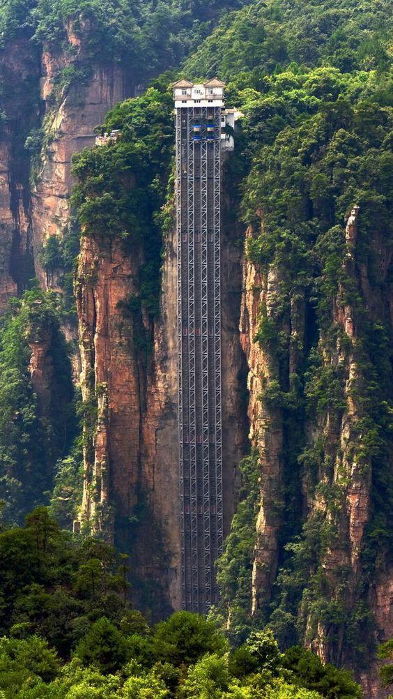 Най-висок външен асансьор в света в Китай (Асансьор Bailong)