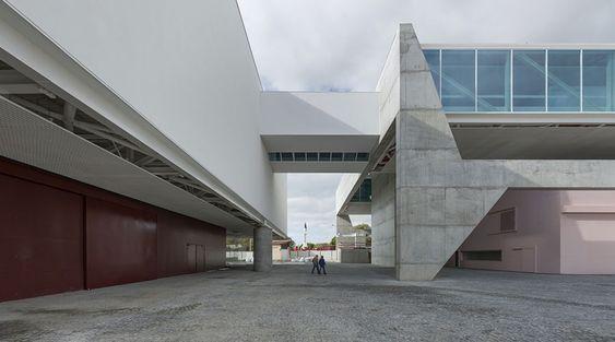 Museu dos Coches, em Lisboa (Portugal). Obra de Paulo Mendes da Rocha em co-autoria com o português Ricardo Bak Gordon