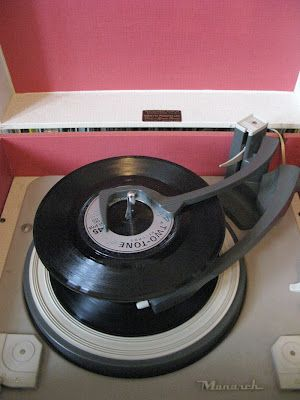 Vinyl records = came in different sizes = 33's and 45's for playing single hits or whole album from your preferred group of choice = dumped mine when CD's became available ( big mistake ) as original vinyl records are worth lots of money ‼️😱😭