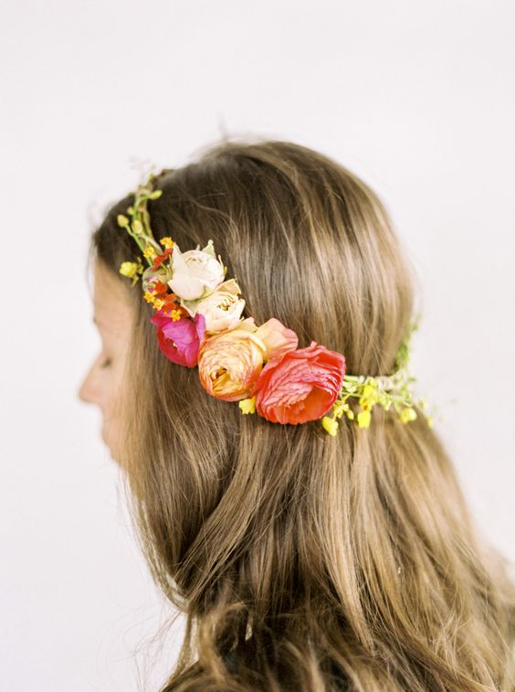 Add a dash of prettyto your hair in 10 minutes with this fresh floral halo fromAnthology Co. +Miranda Hattie Photography.It's an easy summer accessory perfect for a special occasion or even a backyard bbq. The beauty of this number is that it