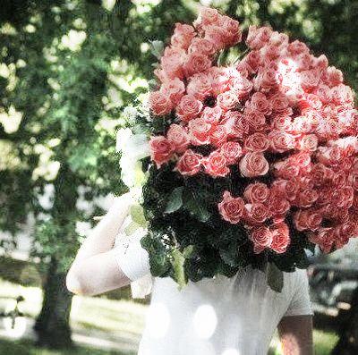 (...) A roseira já deu rosas E a rosa que eu ganhei foi ela Por ela eu ponho o meu coração Na frente da razão E vou dizer pra todo mundo Como gosto dela Pois ela é minha menina E eu sou o menino dela ... _______________________ Benjor