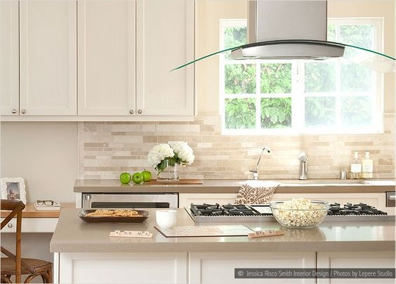 Backsplash Ideas For White Cabinets White Cabinets Cream Countertop Travertine Subway