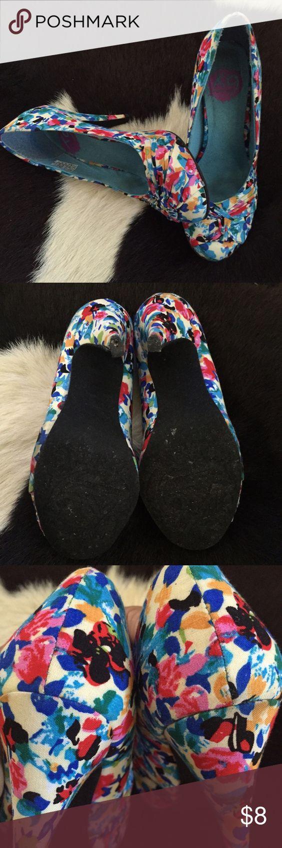 SHOE SALE ❗️ Rocket Dog colorful heels. Left shoe needs the tap heel. Price firm unless bundle. Rocket Dog Shoes Heels