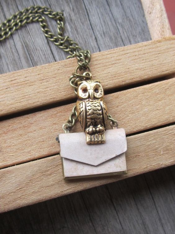 Owl post necklace harry poter: