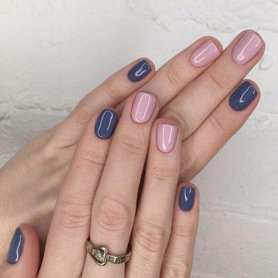 Blue and light pink nail polish combo #bluenailart
