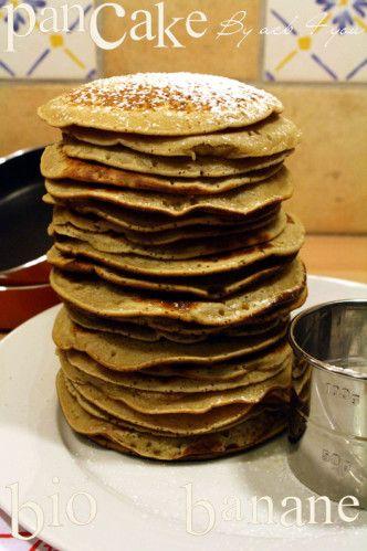 La chandeleur approche et l'heure des crêpes va bientôt sonner. Je vous propose des pancakes à la banane tout moelleux. Je tiens cette recette d'une amie de mon chéri qui cuisine tout bio chez elle. J'ai un peu adapté la recette car je ne peux pas me...