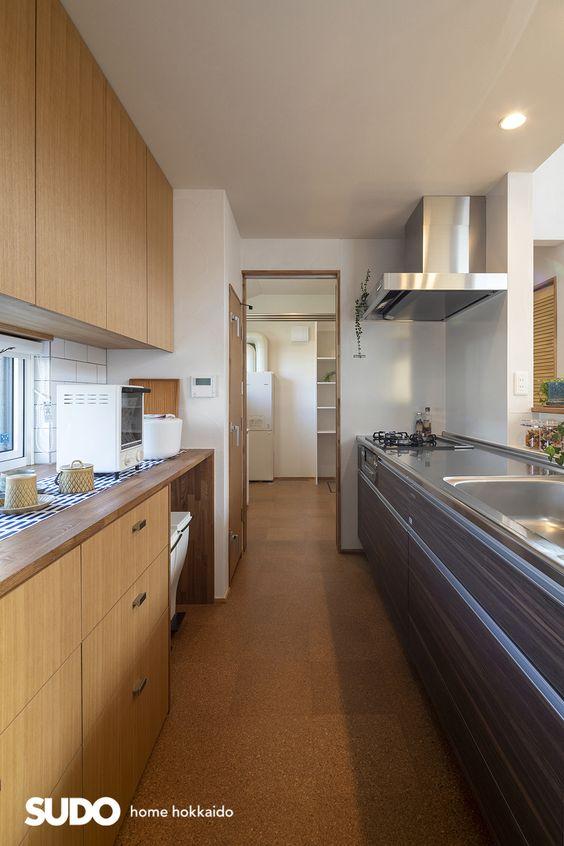 キッチン 床材 コルク イメージ コルクタイル