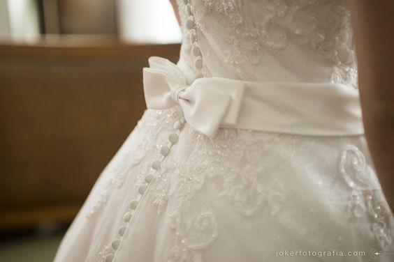 Laço e botões para um vestido de noiva romântico
