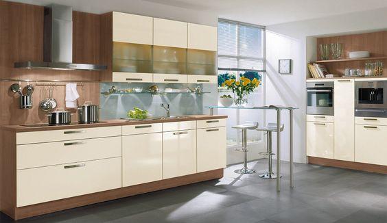Küche in Creme von Nobilia   Kitchen in beige by Nobilia Kitchen - küchenspiegel aus holz
